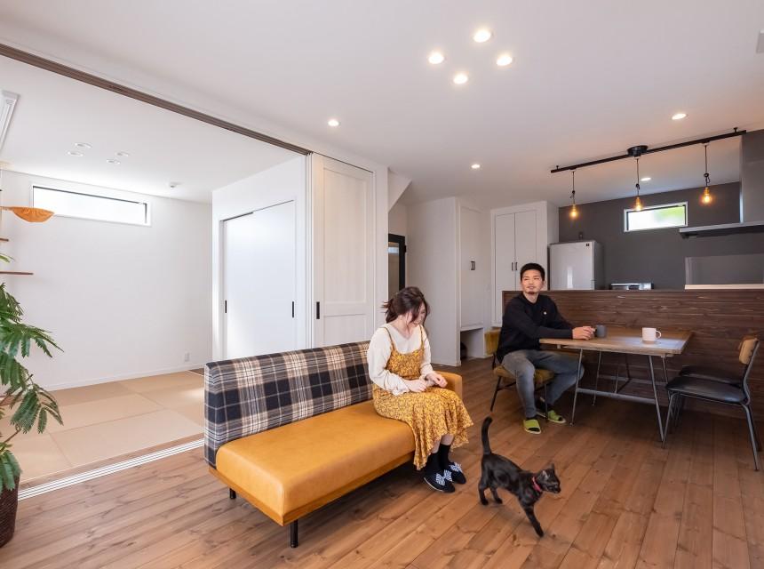 ペットと共に快適に暮らせるシンプルで広々とした家